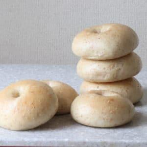 毎日の食卓にベーグルを、プレーン、全粒粉、玄米の12個セット。