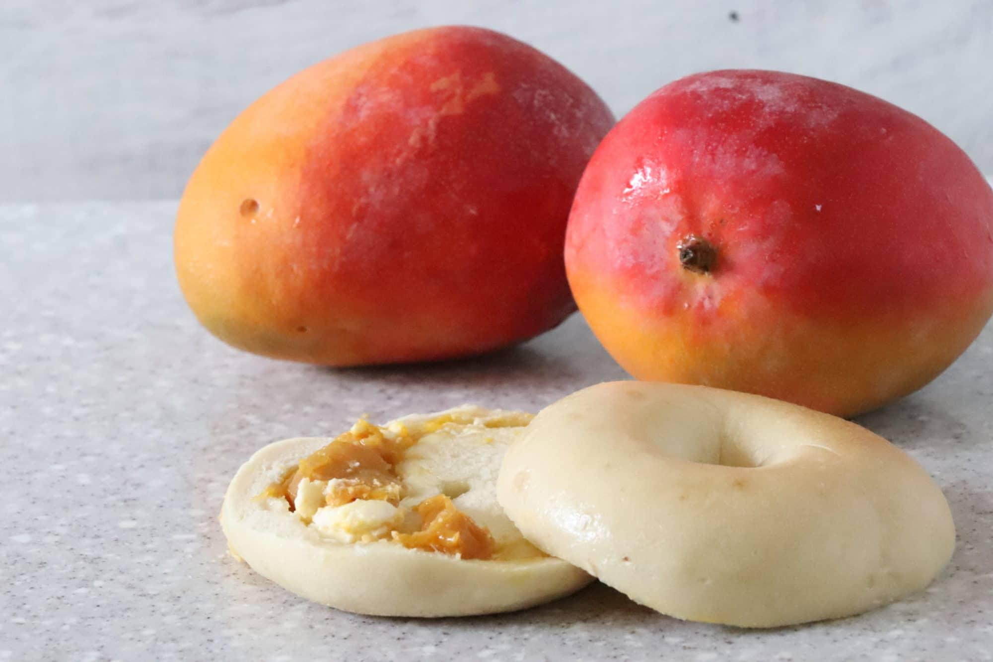 マンゴー、生マンゴー、ドライマンゴーのたっぷりのマンゴーをクリームチーズと一緒に。