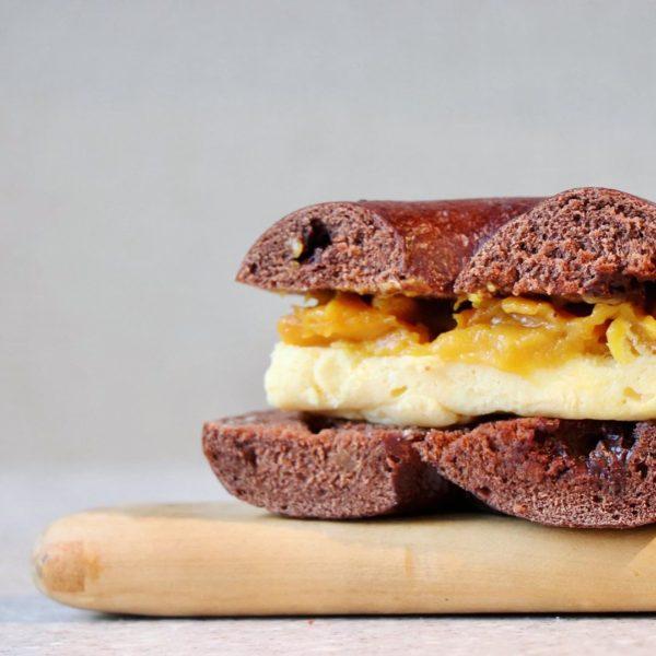 ベイクドチーズケーキとマンゴーサンド